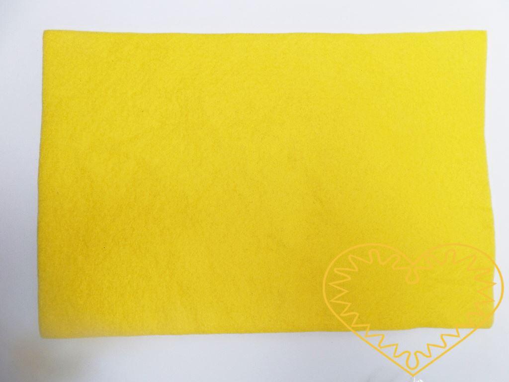 Žlutá plsť - dekorační filc 30 x 20 cm - 1 ks. Vhodné k výrobě aplikací, přáníček, výseků a výřezů, k vytváření figurek, maňásků či různých dekorací.