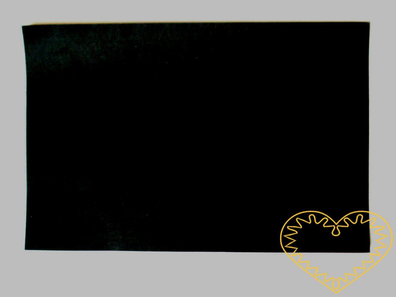 Černá samolepící plsť - rozměr 30 x 20 cm. Výborný materiál pro tvoření, můžete přilepit na papír, buničinu, dřevo, sklo, plast ad.. Z plsti vystřihnete Vámi požadovaný tvar, poté na zadní straně sejmete ochranou fólii a plsť přiložíte zadní stranou