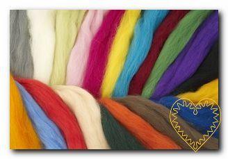 Ovčí rouno barvené - česaná vlna merino - sada 20 barev o celkové hmotnosti 200 g. Krásná jemná vlna. Vhodné na plstění suché i mokré.