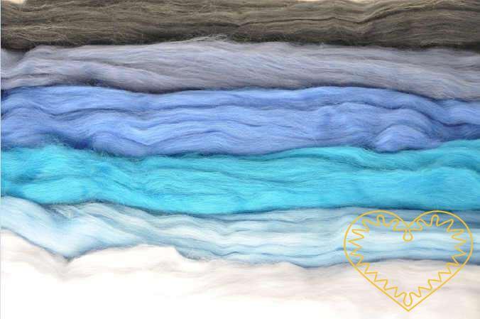 Ovčí rouno modrá sada - vlna 6 barev 100 g. Krásná jemná vlna zkombinovaná do 6 k sobě ladících modrých odstínů, jemnost 20-21 mic. Vhodné na plstění suché i mokré.
