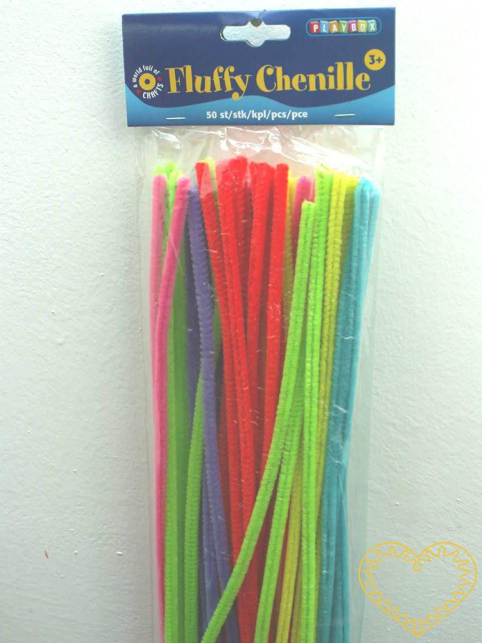 Sada 50 kusů chlupatých drátků (též plyšový, modelovací, žinilka) - délky cca 30 cm - 5 metalických barev: zlatá, stříbrná, červená, zelená, modrá. Drátěná tyčinka opletená vláknem chenille se používá k výrobě různých hraček, ozdob, ale i k čištění d