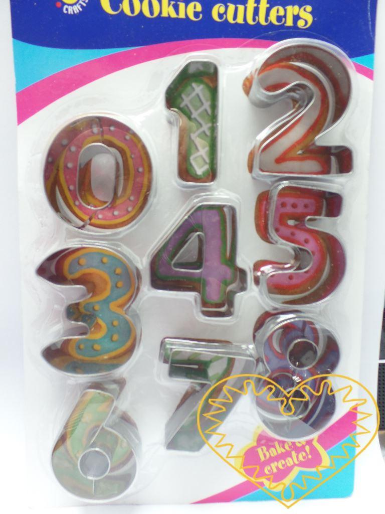 Číslice - 9 kovových vykrajovátek v sadě. Formičky vhodné na perník i na modelovací hmoty.