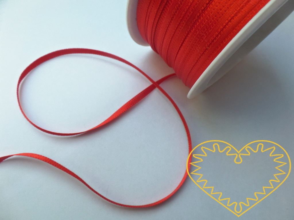 Stuha atlasová (saténová) červená - šíře 3 mm - 50 m; oboulící. Vyznačuje se vysokou kvalitou a leskem. Má široké využítí při tvorbě dekorací, aranžování, balení dárků, v bytovém textilu.