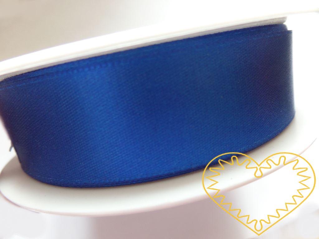 Stuha atlasová (saténová) modrá- šíře 24 mm; délka 25 m, oboulící. Vyznačuje se vysokou kvalitou a leskem. Má široké využítí při tvorbě dekorací, aranžování, balení dárků, v bytovém textilu.