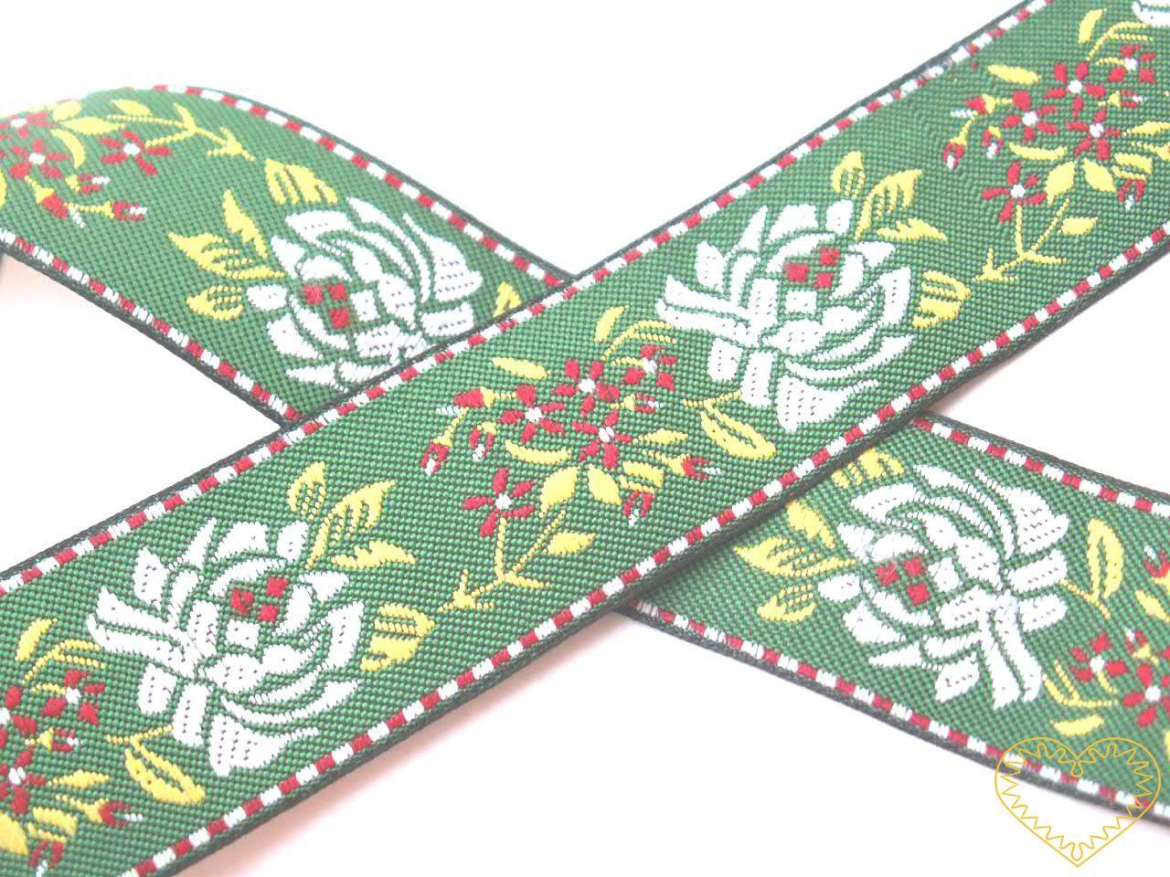 Zelená krojová stuha s květy - vzorovka - šíře 2,8 cm. Textilní tkaná stuha s jemným vzorkem je vhodná zvláště ke zdobení krojů, bytového textilu a šatů panenek či maňásků.