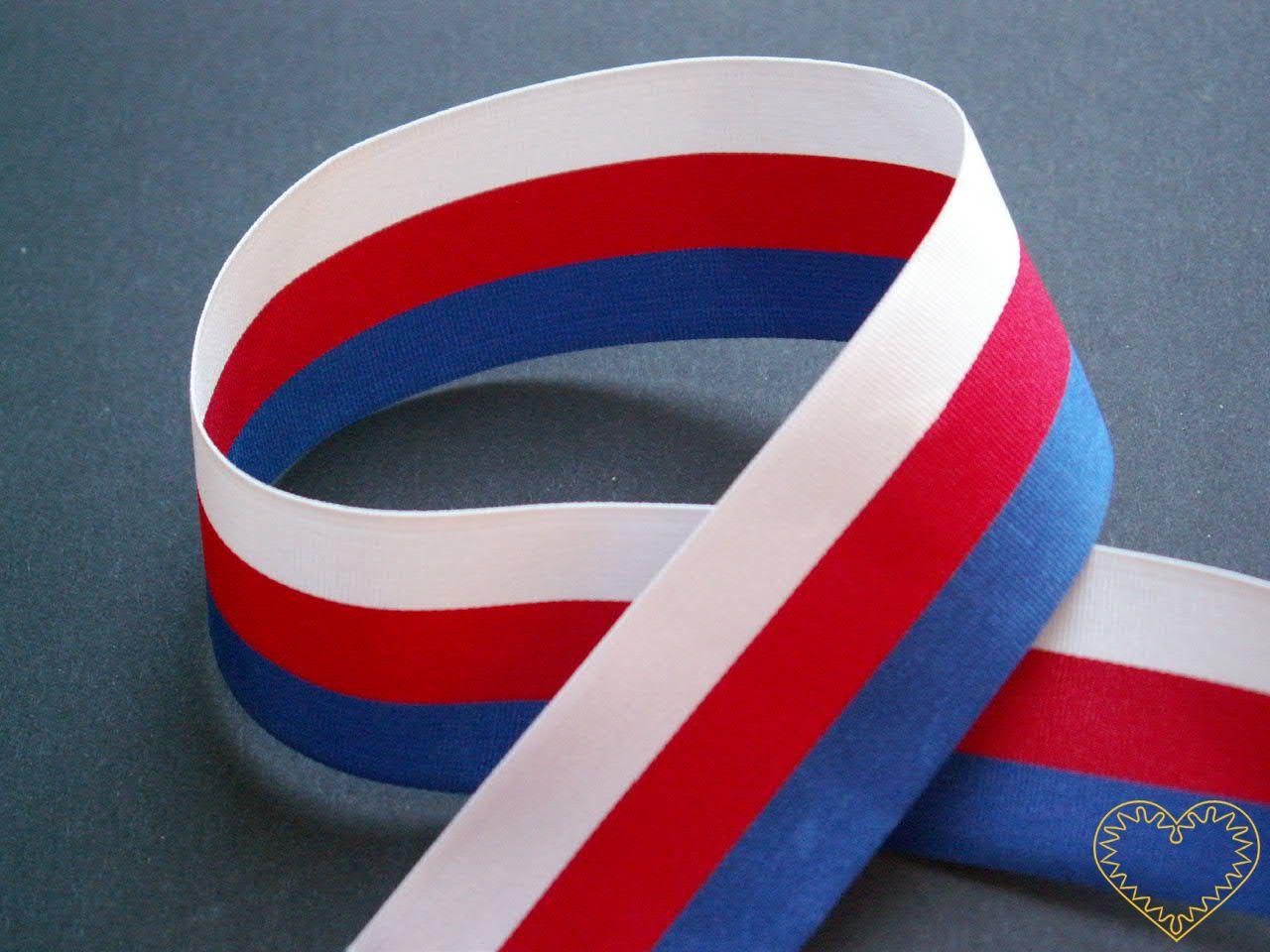 Stuha textilní - šíře 30 mm - trikolora v národních barvách. Vhodná všude tam, kde je důležité zdůraznit českou státnost - hodí se k nejrůznějšímu dekorování, aranžování či jako závěs na medaile apod.
