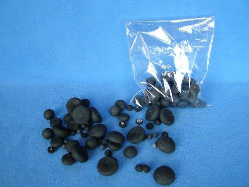 Mixflor černý - jednobarevný mix - 100 tvarů z buničité vaty. Barevné vatové dílky jsou vhodné k floristice, aranžování, dekorování i dalšímu tvoření - lepení, malování ad. Sada obsahuje kuličky ø 8 mm, 18 mm, půlkuličky a piškoty ø 12 mm, 20 mm, 30