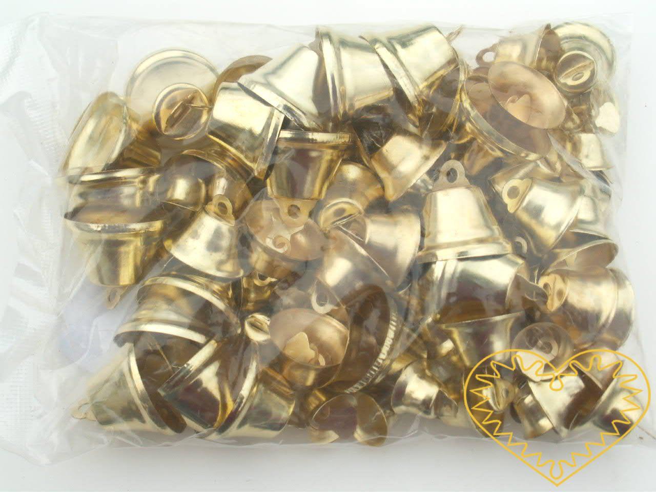 Zlaté kovové zvonečky - sada 100 ks. Zvonečky mají různé velikosti (od 1 do 2 cm + závěs). Každý má srdce z plíšku, takže skutečně zvoní. Vhodné pro tvorbu dekorací a vánočních aranžmá.