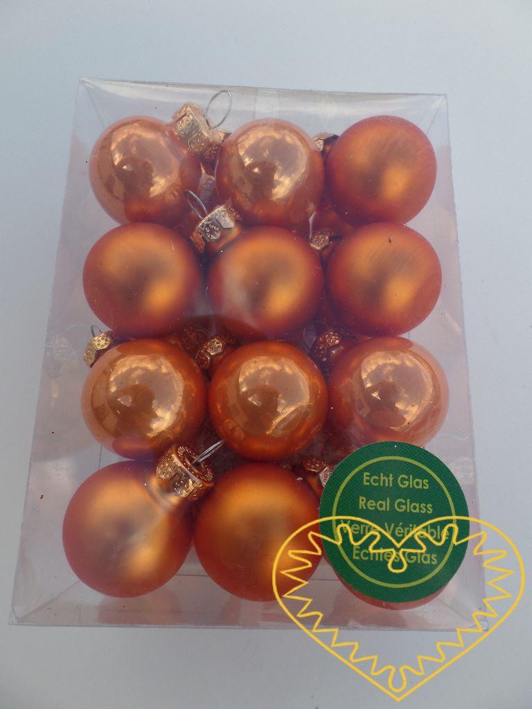 Skleněné závěsné koule oranžový mix - 24 ks. Každá koule ø 2,5 cm má kovové očko k zavěšení. To umožňuje koule různě aranžovat, zavěšovat či uivazovat. Materiál vhodný k tvorbě adventních a vánočních dekorací, věnců, svícnů apod. cena je uvedena za c