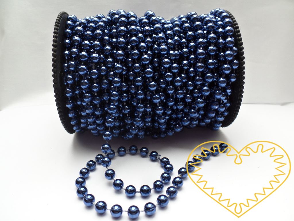 Modré metalické perličky na šňůře - velikost perličky - Ø 6 mm. Vhodné jako ozdoba na textil, maňásky apod. Oblíbený aranžérský materiál, lze využít i k vázání dárků a zdobení kytic.