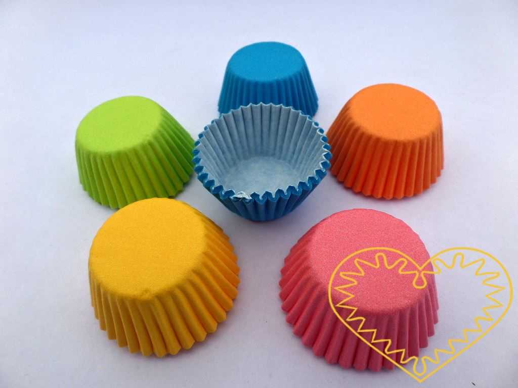 Barevné cukrářské košíčky - 200 různobarevných kusů. Cukrářské košíčky vyrobené z nepromastitelného papíru jsou ideálním pomocníkem při pečení, servírování a balení cukrářských výrobků a jiných specialit. Vhodné pro pečení do 220°C, nesmí přijít do p