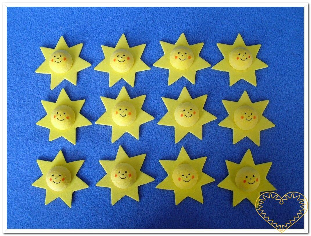 Žlutá hvězdička s obličejem - 12 kusů. Sada hvězdiček z pěnové gumy s vatovým středem s tiskem. Vhodné k aranžování, přízdobám, tvoření s dětmi, jako základ nejrůznějších dekorací.