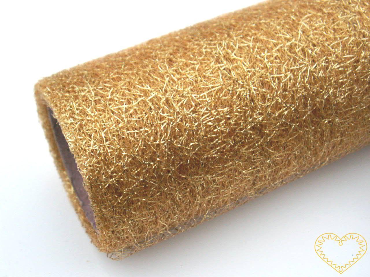 Zlatá pavučina - spider organza - šíře 39 cm, délka 5 m. Dekorační textilie je jemná látka, která vypadá jako pavučina. Díky svému lesku působí velmi slavnostně a elegantně. Velkou výhodou je, že se netřepí a snadno stříhá. Lze použít i na dekoraci ž