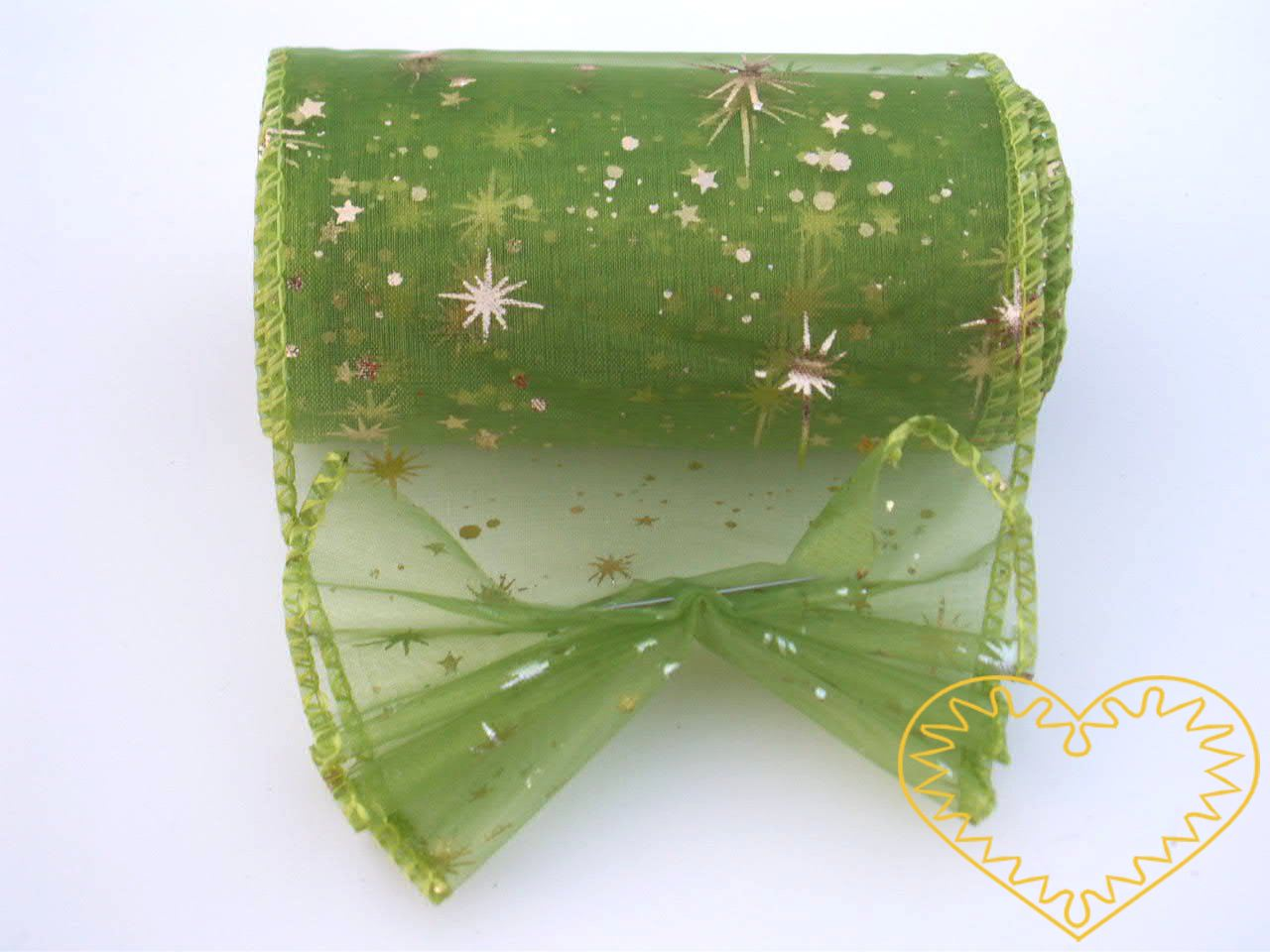 Organza zelená se zlatými hvězdičkami - šíře 10 cm, délka 9,14 m, z obou stran obroubená. Organza má široké využítí - k dekoračním účelům, k šití, do květinových aranžmá, pro výzdobu slavnostní tabule, k balení dárků, jako mašle, na výrobu broží i da