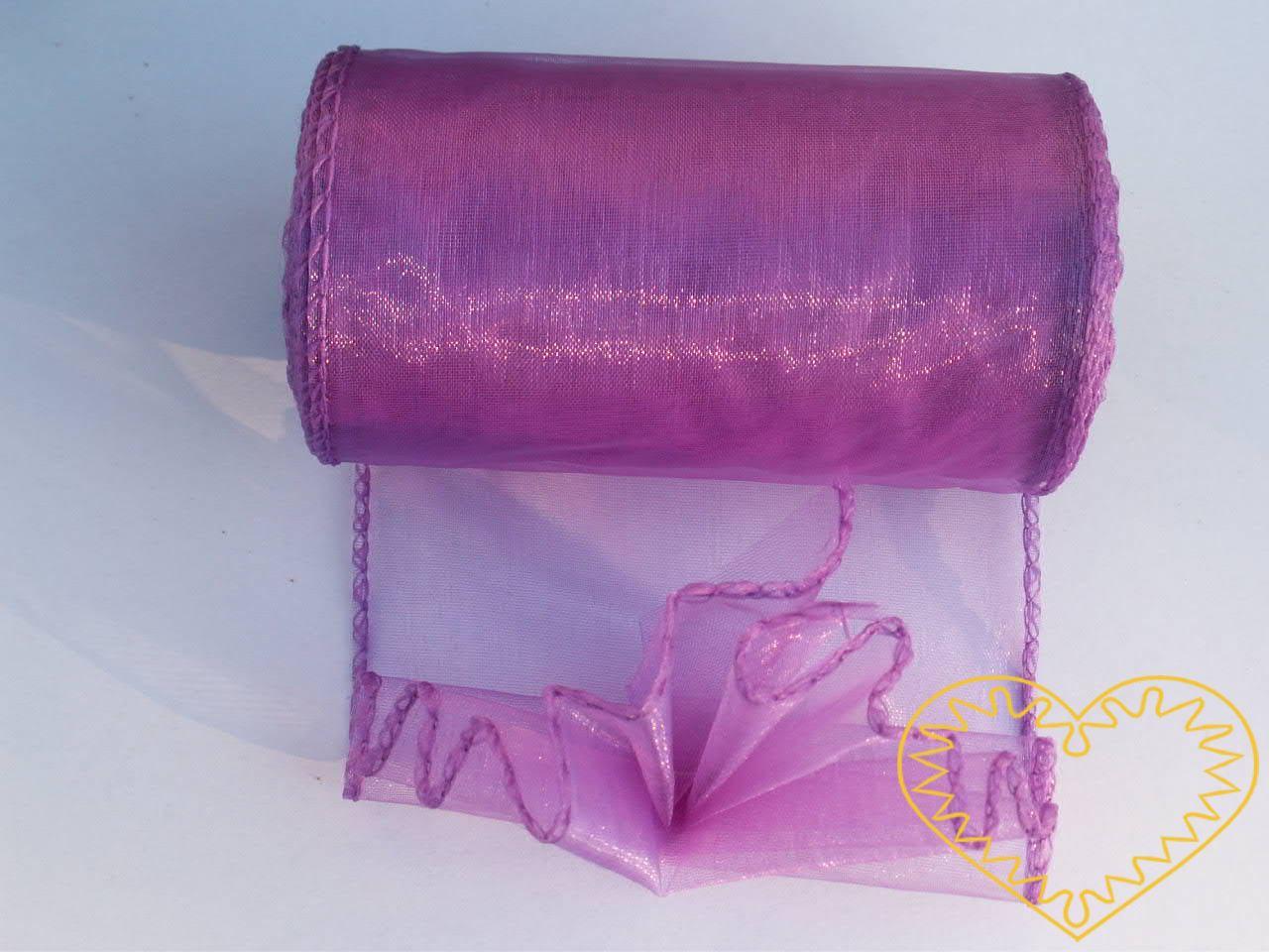 Růžová organza šíře 10 cm, z obou stran obroubená.Organza má široké využítí - k dekoračním účelům, k šití, do květinových aranžmá, pro výzdobu slavnostní tabule, k balení dárků, jako mašle, na výrobu broží i dalších ozdob.
