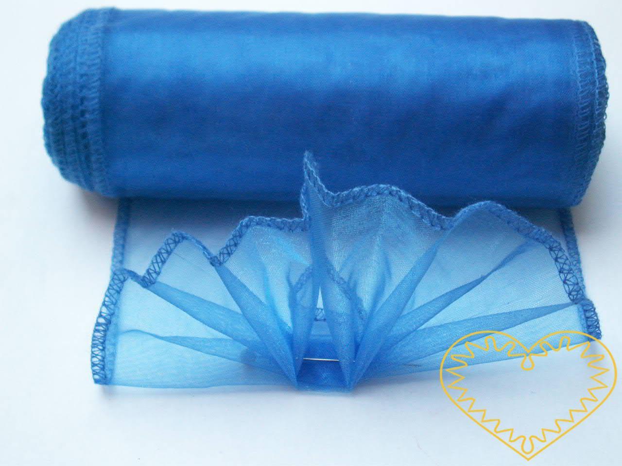 Organza modrá - šíře 12 cm, délka 8,5 m, z obou stran obroubená. Organza má široké využítí - k dekoračním účelům, k šití, do květinových aranžmá, pro výzdobu slavnostní tabule, k balení dárků, jako mašle, na výrobu broží i dalších ozdob.