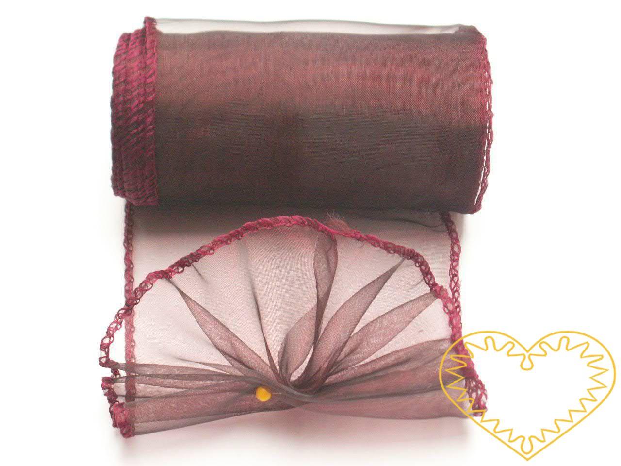 Bordó organza šíře 10 cm a délky 9,14 m, z obou stran obroubená. Vhodná k dekorování, šití, aranžování, pro výzdobu slavnostní tabule, balení dárků, výrobu ozdob apod.