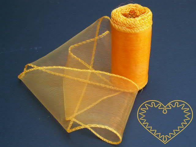 Organza oranžová - šíře 10 cm, délka 9,14 m, z obou stran obroubená. Organza má široké využítí - k dekoračním účelům, k šití, do květinových aranžmá, pro výzdobu slavnostní tabule, k balení dárků, jako mašle, na výrobu broží i dalších ozdob.
