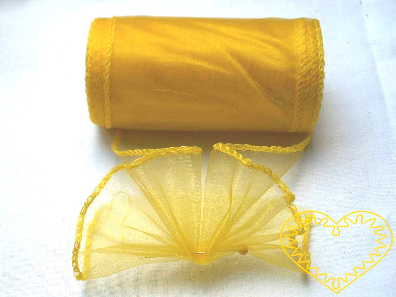 Organza žlutá - šíře 10 cm, délka 9,14 m, z obou stran obroubená. Organza má široké využítí - k dekoračním účelům, k šití, do květinových aranžmá, pro výzdobu slavnostní tabule, k balení dárků, jako mašle, na výrobu broží i dalších ozdob.