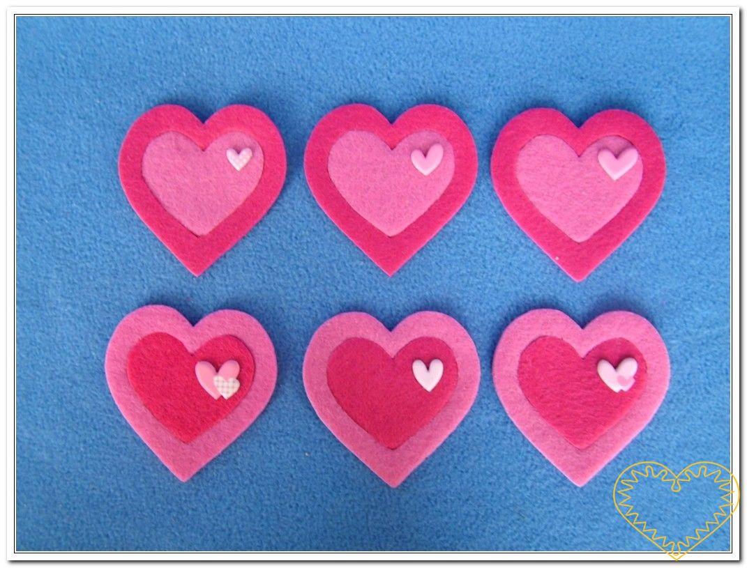 Růžová srdce z plsti - 6 kusů. Balení obsahuje 6 kusů srdcí z plsti tloušťky 3mm. Vhodné k aranžování, přízdobám, tvoření s dětmi, jako základ nejrůznějších dekorací.