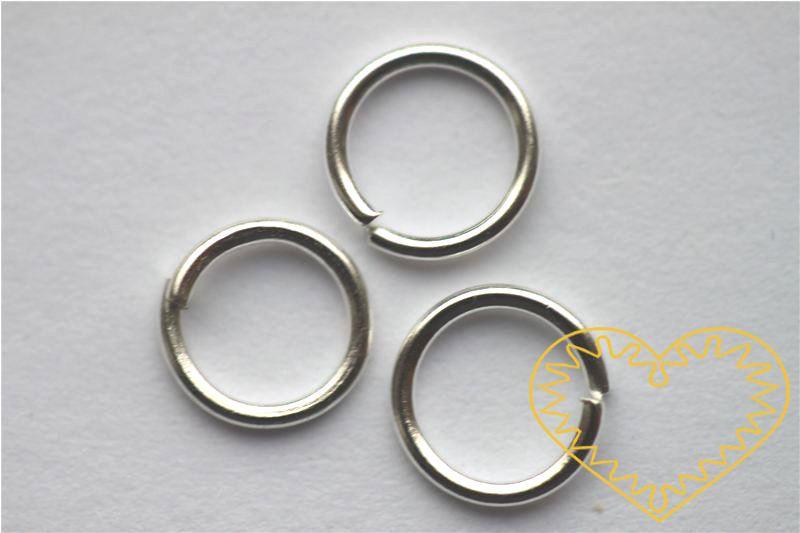Stříbrný spojovací kroužek ø 10 mm - 100 g, tloušťka 0,7 mm (cca 570 ks). Spojovací kroužky využijete při výrobě rozličných šperků - náuštnic, náramků, náhrdelníků, čelenek nebo i prstýnků.