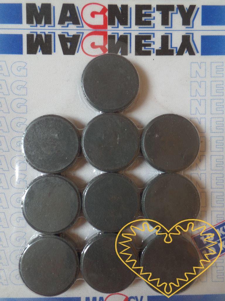 Sada 10 kusů šedých kulatých magnetů Ø 2 cm. Vhodné na magnetickou tabuli, nástěnku, flipchart či doma na lednici. Lze je využít jako základ pro tvorbu vlastních originálních magnetů.