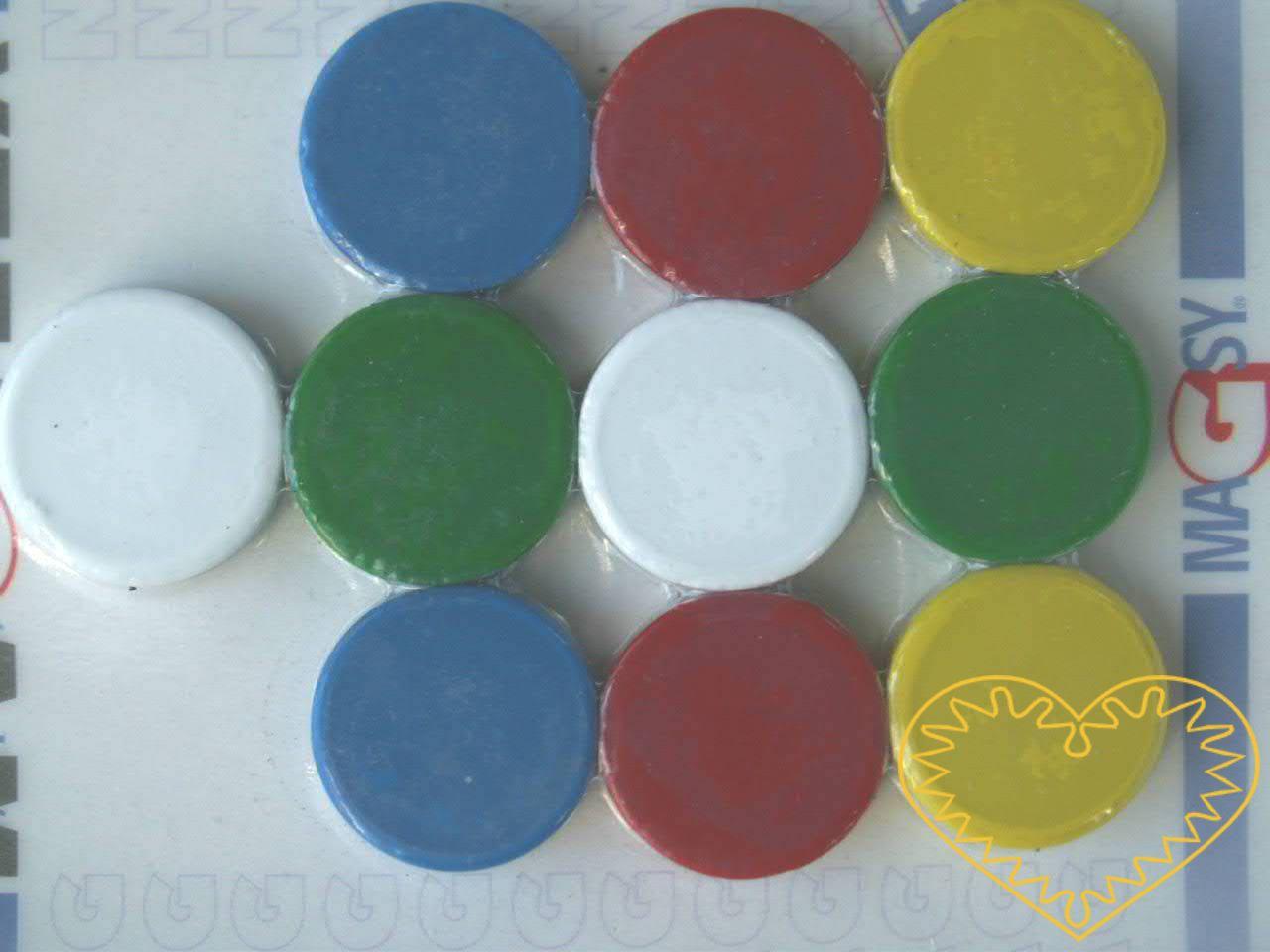 Sada 10 kusů kulatých magnetů Ø 2 cm - mix barev. Vhodné na magnetickou tabuli, nástěnku, flipchart či doma na lednici. Lze je využít jako základ pro tvorbu vlastních originálních magnetů.