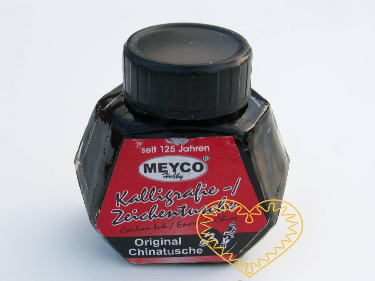 Černý kaligrafický inkoust ve skleněné šroubovací lahvičce 50 ml. Vhodný pro různé grafické techniky a ke kaligrafickému psaní. Před použitím je nutné tuš řádně promíchat.