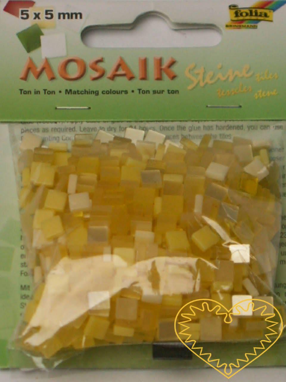 Pryskyřicová mozaika - žlutý mix - čtverečky 0,5 x 0,5 cm - balení 45 g. Tato mozaika je vyrobena z resinu - pryskyřice, jejíž výhodou je nízká hmotnost a zcela nové barvy. Můžete ji lepit běžným lepidlem jako skleněnou mozaiku, ale pro její lehkost