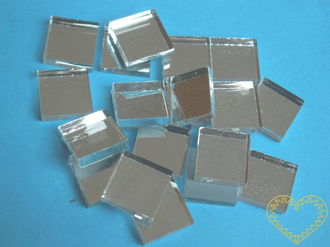 Zrcadlová mozaika - čtverečky 15 x 15 mm - sada obsahuje cca 100 skleněných zrcadlových čtverečků. Hmotnost balení je 200 g. Pomocí těchto těchto zrcadlových čtverčků lze vytvořit zajímavou mozaiku na různé povrchy např. dřevo, umělou hmotu, sklo, ke