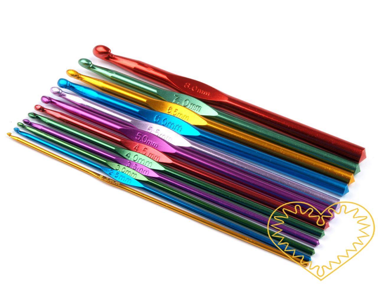 Kovový háček na háčkování - sada 12 ks. V jedné sadě naleznete 12 hliníkových háčků následujících velikostí: 2; 2,5; 3; 3,5; 4; 4,5; 5; 5,5; 6; 6,5; 7 a 8 mm. Háčky mají různé barvy.