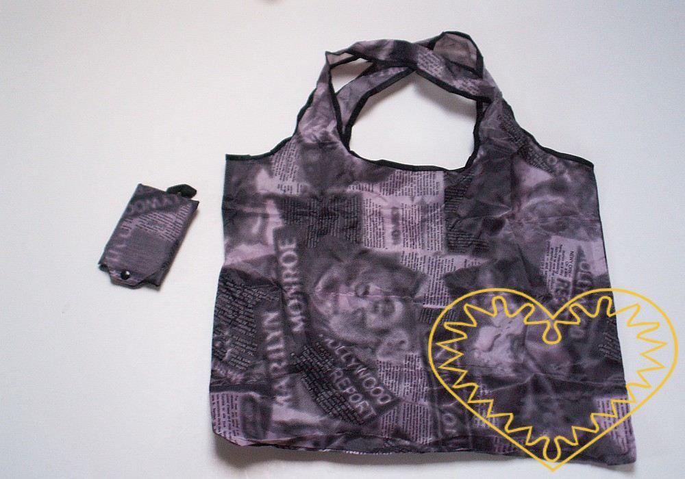 Elegantní nákupní taška, která je v praktickém obalu, takže ji můžete mít vždy po ruce v kabelce. Rozložená má rozměry 38 x 43 cm, složená 8 x 12 cm. Obal můžete zavěsit za sponu a je uzavřen plastovým nýtovacím drukem. Taška zabere málo místa a naví