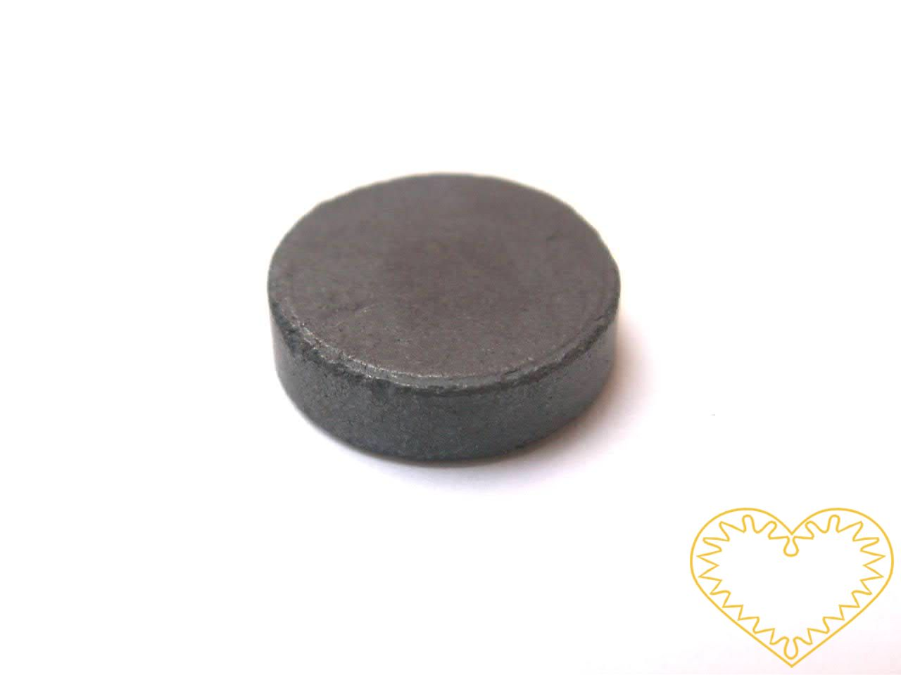 Magnet kulatý šedý Ø 16 mm. Vhodný na magnetickou tabuli, nástěnku, flipchart či doma na lednici. Lze jej využít jako základ pro tvorbu vlastního originálního magnetu.