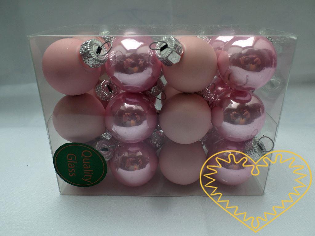 Skleněné závěsné koule světle růžové mix - 24 ks. Každá koule ø 2,5 cm má kovové očko k zavěšení. To umožňuje koule různě aranžovat, zavěšovat či uivazovat. Materiál vhodný k tvorbě adventních a vánočních dekorací, věnců, svícnů apod.
