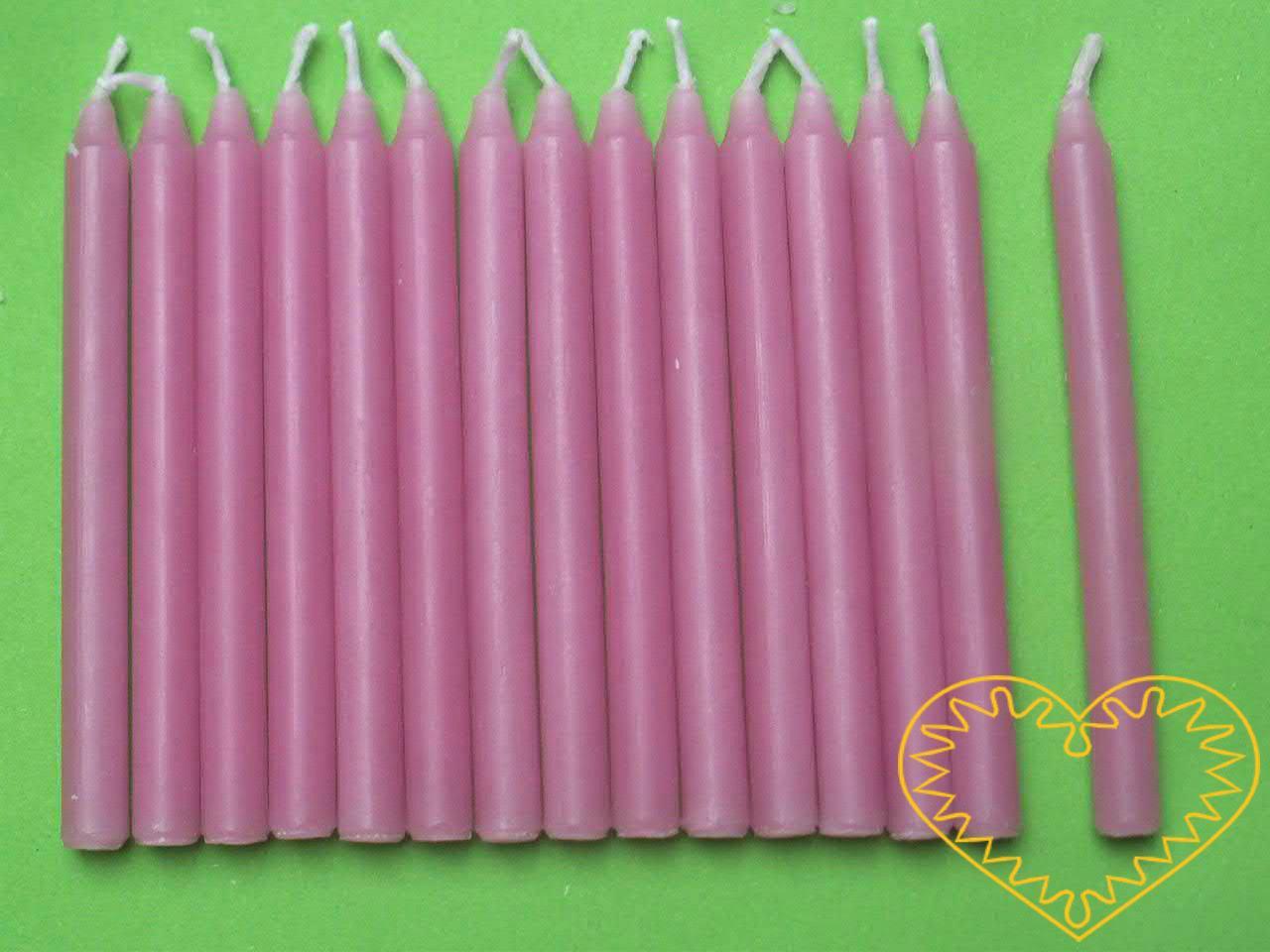 Dortové svíčky bez držáčků - sada 12 kusů. Vhodné nejen na dorty, ale i na tvorbu různých menších aranžmá. Skladem jsou bílé, růžové a modré.