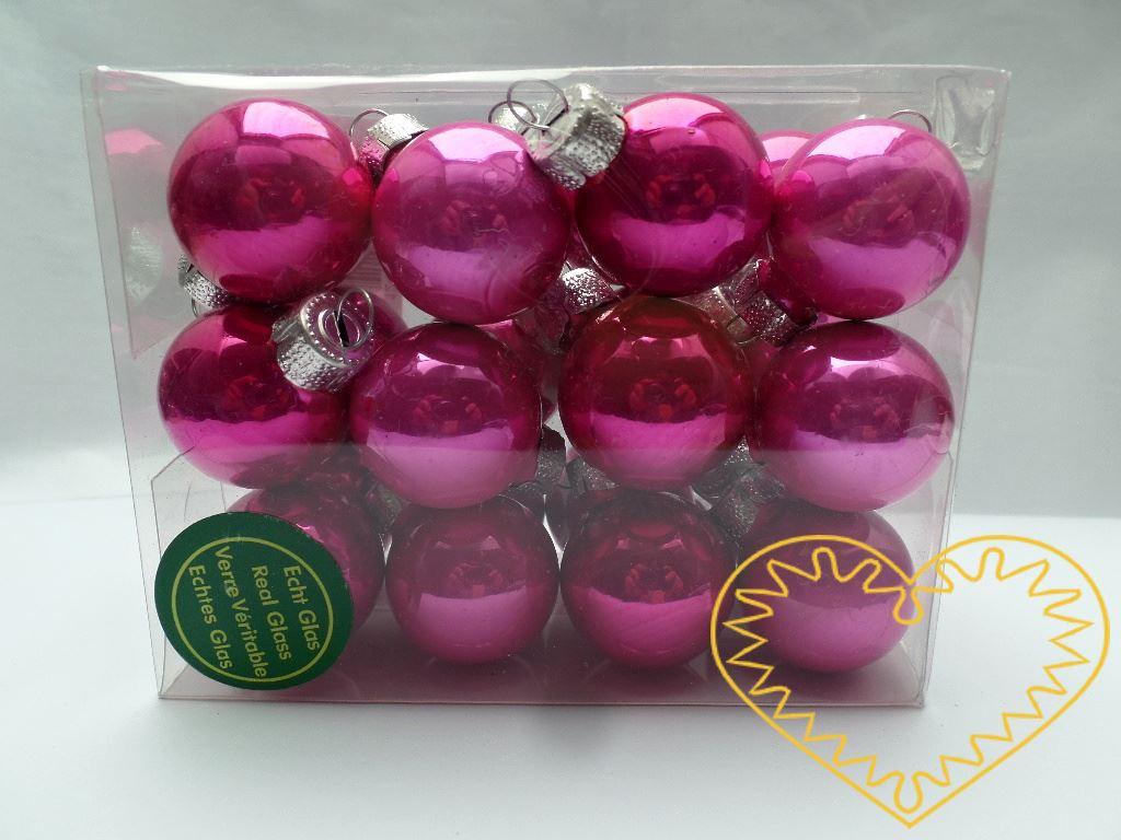 Skleněné závěsné koule růžový mix - 24 ks. Každá koule ø 2,5 cm má kovové očko k zavěšení. To umožňuje koule různě aranžovat, zavěšovat či uivazovat. Materiál vhodný k tvorbě adventních a vánočních dekorací, věnců, svícnů apod. cena je uvedena za cel